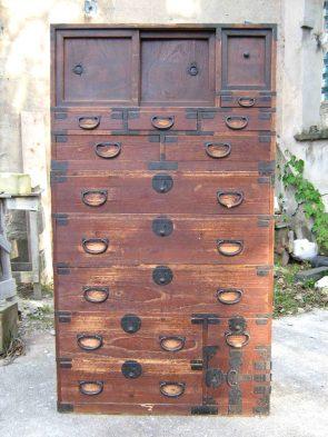 Restaurierung Isho Kasane Dansu: vorher
