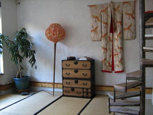 Tansu Interieur mit Kimono